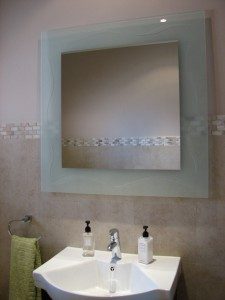 carved-mirror-with-wave-des